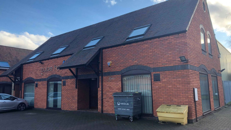 TO LET: Ground Floor Courtyard Style Office Premises