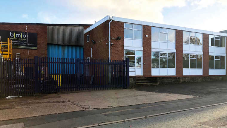 TO LET: Self Contained Industrial Warehouse Including Two Cranes