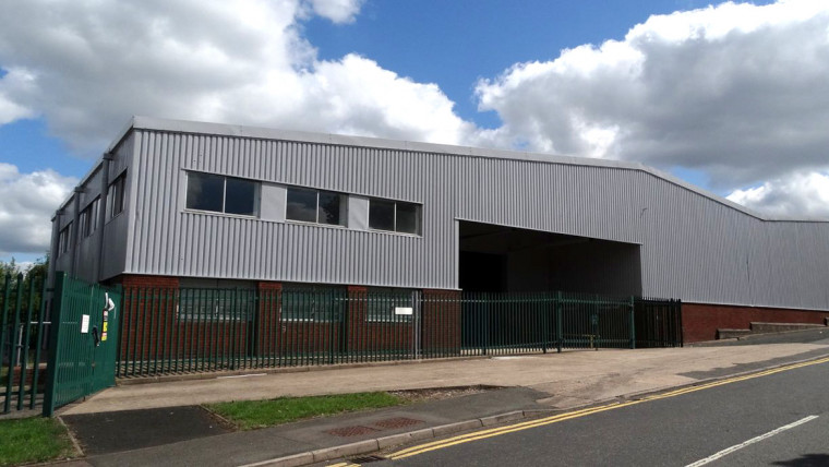 TO LET: Refurbished Industrial Warehouse Unit With Brand New Roof Covering And Secure Gated Yard