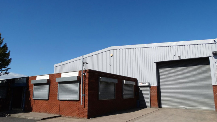 TO LET: Refurbished Industrial Warehouse Unit With Brand New Roof Covering