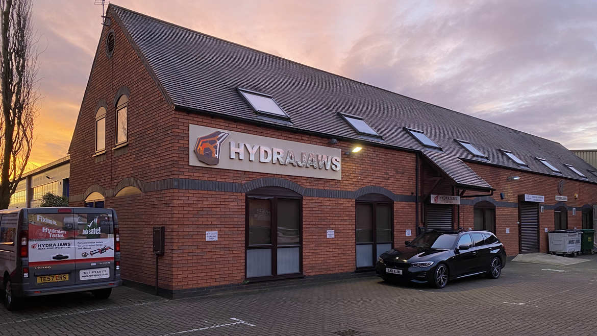 TO LET: Self-contained office with ground floor workshop / store