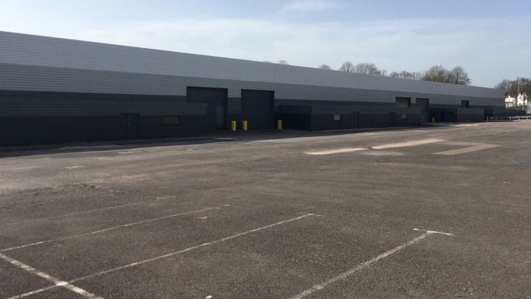 TO LET: Industrial / Warehouse Unit With Large Private Yard