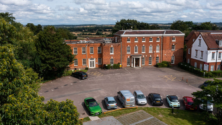 TO LET: Prominent Self Contained Office